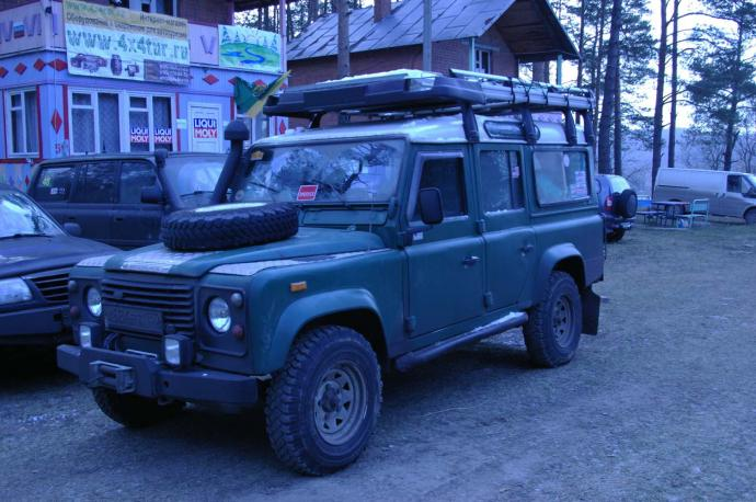 авомобиль: Land-Rover Defender подготовка 'Стандарт' Шина: Michelin XZL 7,5R16 Диски:   US 70 White 8 Spoke