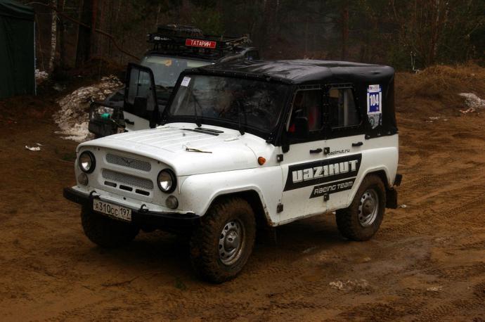 авомобиль: УАЗ 469 (3151*) подготовка 'Стандарт' Шина: Cooper Discoverer STT LT235/85R16