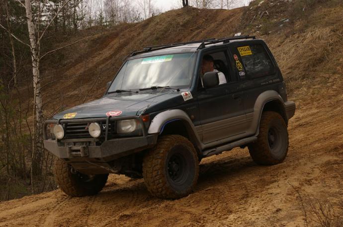 авомобиль: Mitsubishi Pajero II подготовка 'Стандарт' Шина: Road Venture MT KL71 Диски:  OFF-ROAD Wheels BL 8.00x15 ; 6x139.7 вылет -19