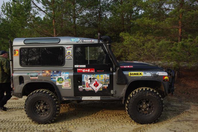 авомобиль: Land-Rover Defender подготовка 'Туризм' Шина: Simex Extreme Trekker 32x10.5-16